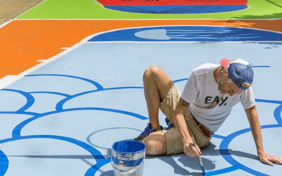 Un campetto da basket colorato a Bologna